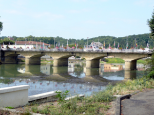 Brücke über den Adour