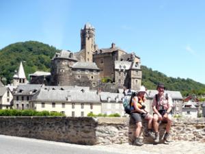 Vor dem Schloss von Estaing