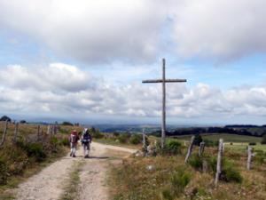 Holzkreuz vor Saint-Chély