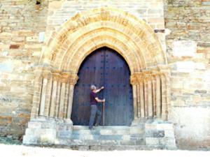 Puerta del Perdón an der Santiagokirche von Villafranca del Bierzo